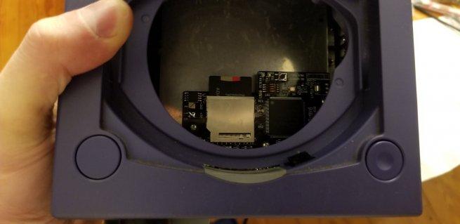 in-retro-le-gamecube-loader-ode-se-vend-tres-bien-2.jpg