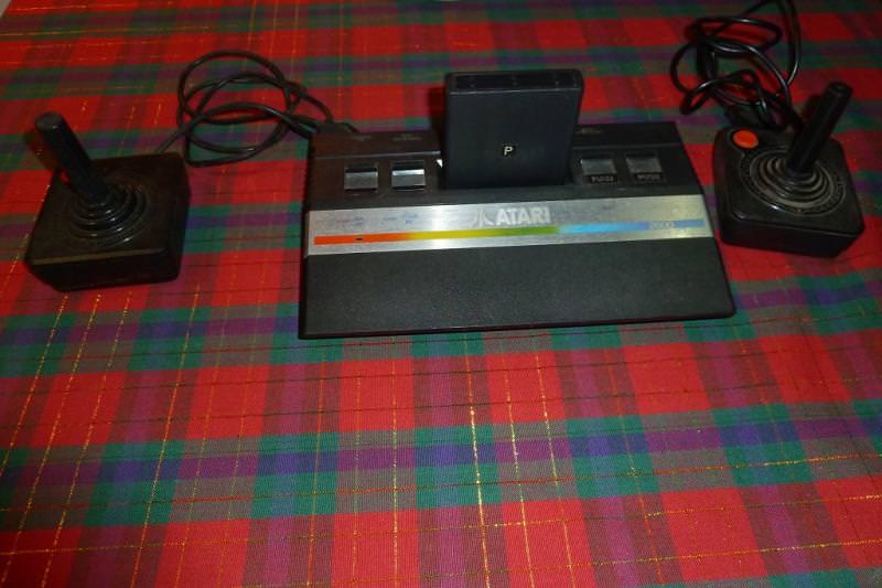 Atari_2600_JRJoysticks.jpg